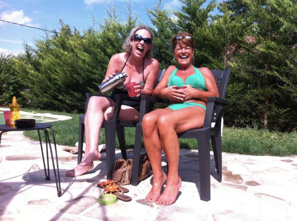 Me & Mandy, giggling over mojitos.